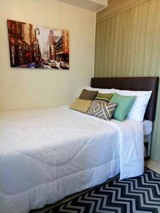 Bedroom: Double/Full-sized bed with pull out bed