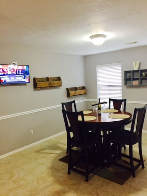 Breakfast/Lunch Area near the kitchen with a 32in TV mounted on the wall.