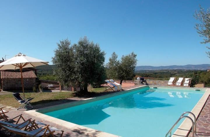 Lovely apartment in villa for 6 people with pool, WIFI, TV, patio, panoramic view and parking