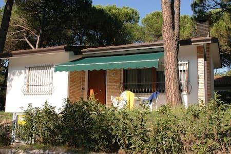 Villa Malibù - single house with private garden - Lignano Sabbiadoro - วิลล่า