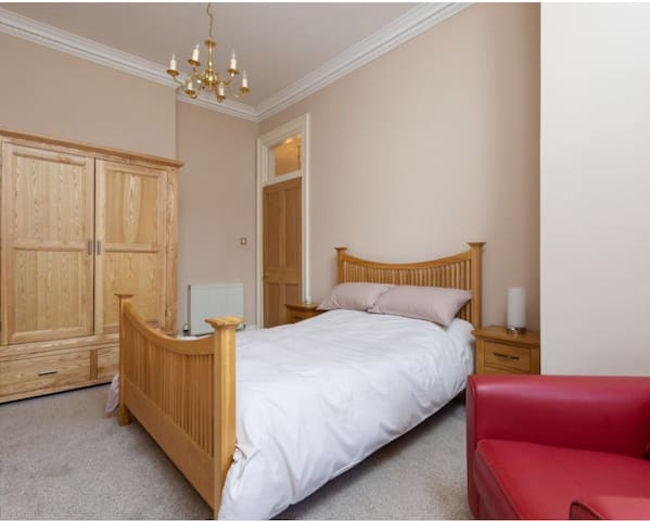 Beautiful property in charming Marchmont