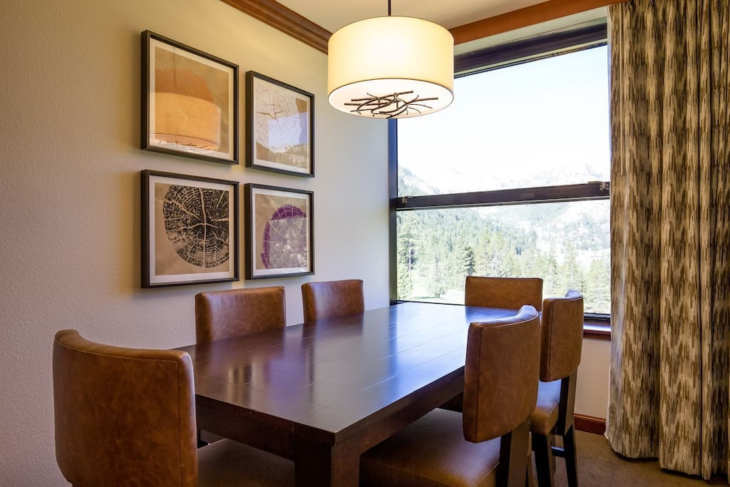 Dining room for 6, overlooking the meadow and the mountains.