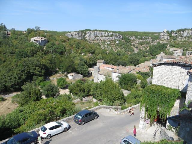 Duplex 38 m² village médiéval, Gorges Ardèche - Balazuc - Apartament