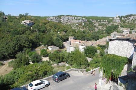Duplex 38 m² village médiéval, Gorges Ardèche - Balazuc