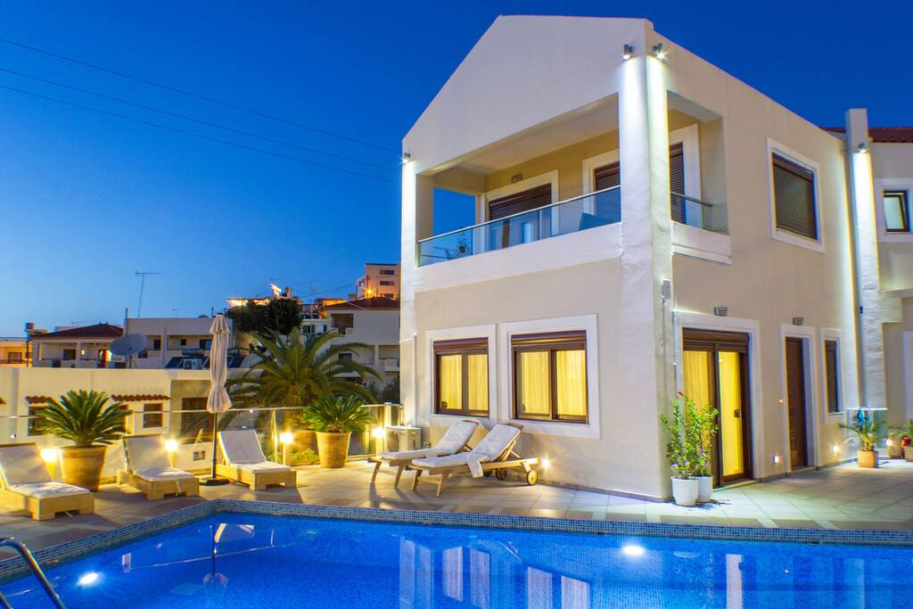 Esthisis suites - Two Bedroom Maisonette - Pool area