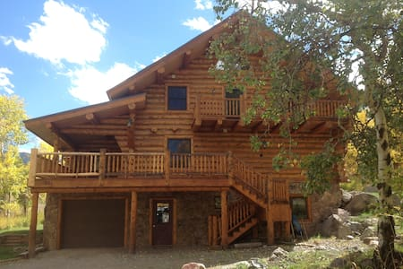 Handcrafted log home at 8700' - Cimarron - Casa
