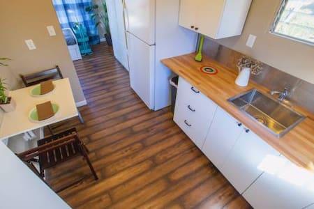 Beautiful, Quiet Detached Suite in Ideal Location - Dana Point - Konukevi