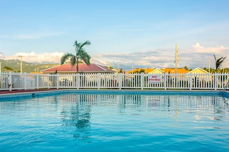 2 BedRoom*King Bed and 2 Twin Bed*Gated*Pool*TMV
