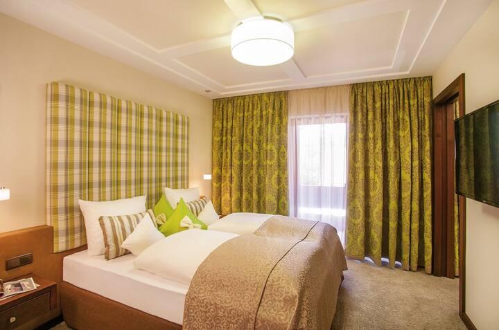 Der Eisvogel Hotel - Gasthof - SPA (Bad Gögging), Felbern Juniorsuite mit getrenntem Wohn- und Schlafbereich