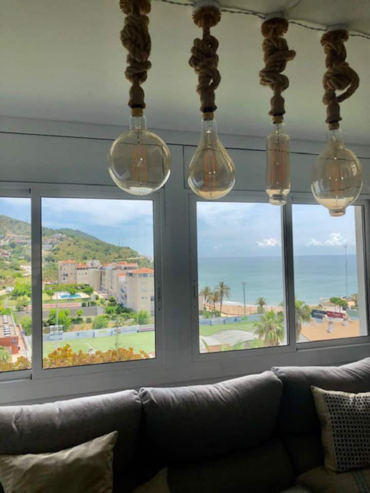 Comfortable apartment with beautiful views of the beach of Aiguadolç