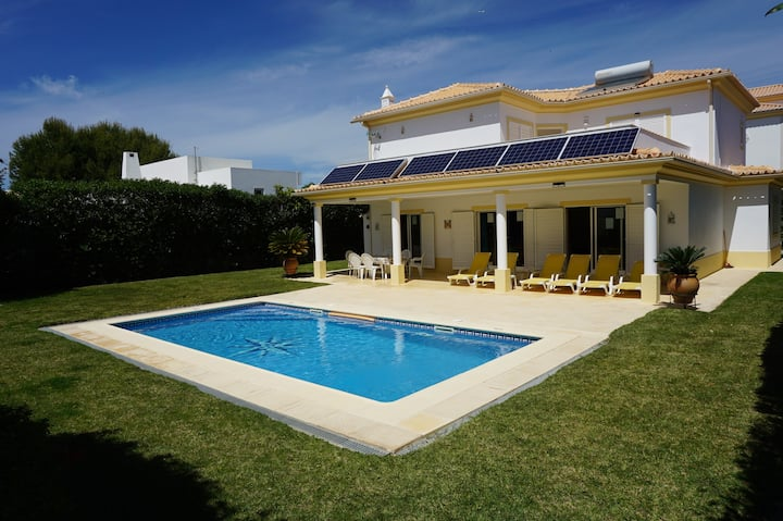 Albufeira. Quality 3 Bedroom A/C Villa with pool.