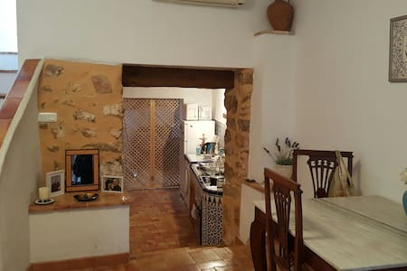 Lovely old Valencian town house. - Bed & Breakfast