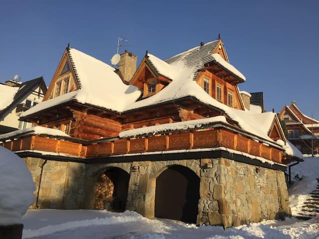 Piękny, drewniany dom na Karpielówce - Kościelisko - Hus