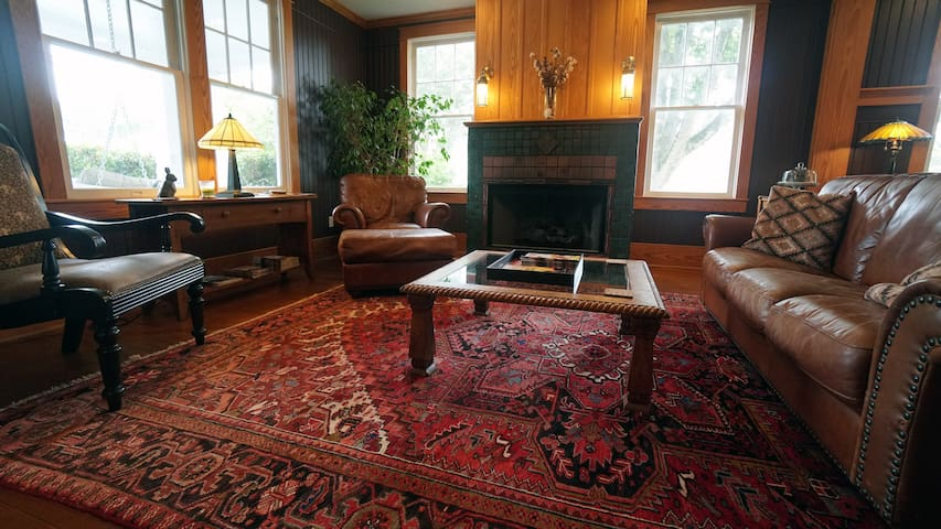 Sandpiper Room at Cameron House Inn