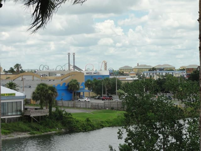 Luxury Apt on I-Drive & view of Universal Orlando