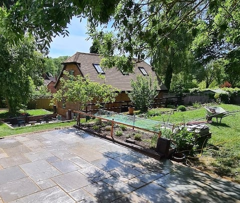 Stunning oak framed self contained cottage