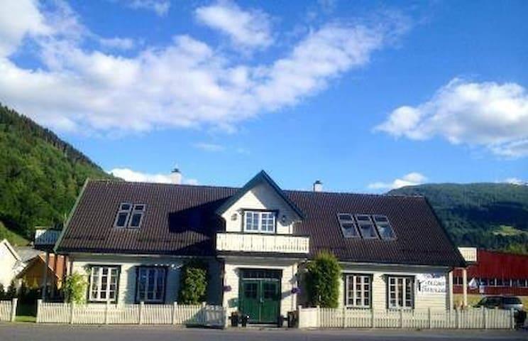 High standard apartment by the salmon river Vikja - Vik i Sogn  - Villa