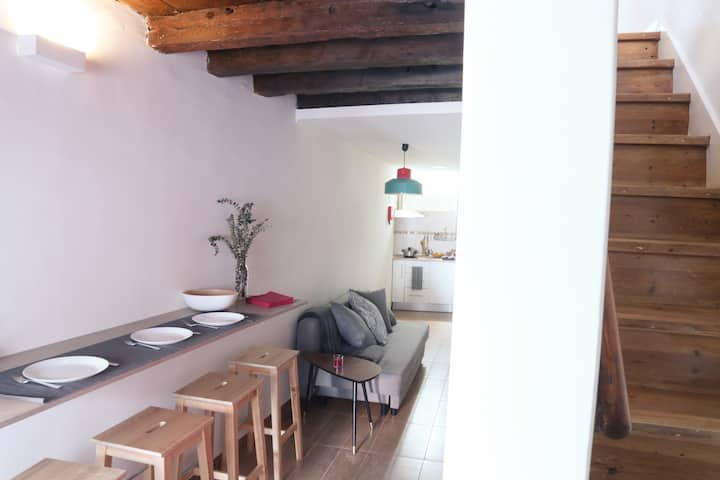 Adorable Seaside Mini-House - 150m from the beach!