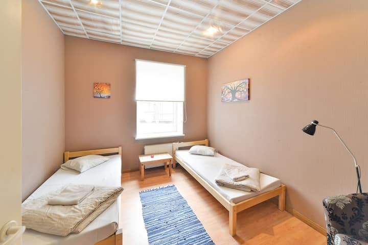 CentralHostel/Private room with 2 single beds