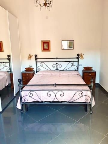 Spaziosa camera da letto