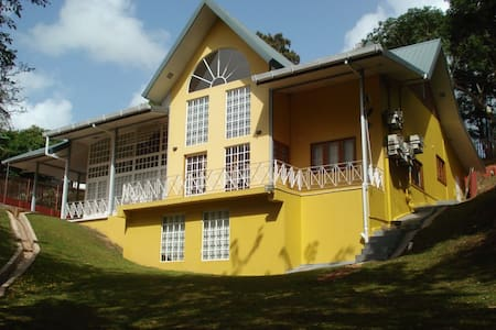 Entire Executive House 5 min drive from University