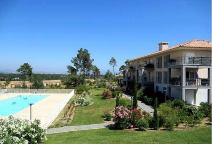 Location T2 avec piscine à Roquebrune sur argens