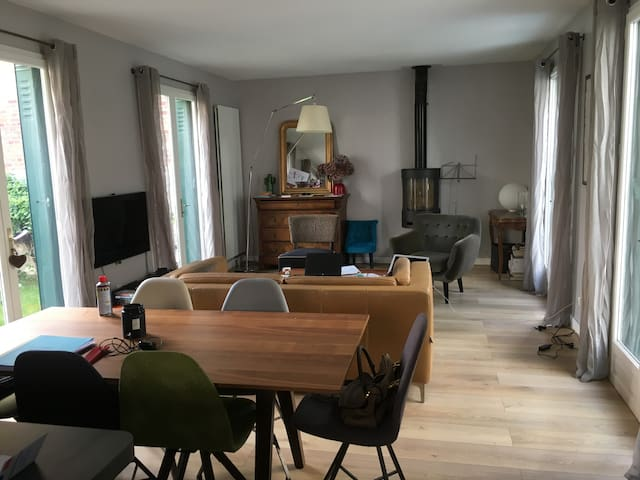 4 bedrooms house 12mn from Paris Center