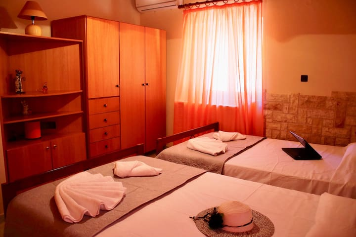 Konstantina's home