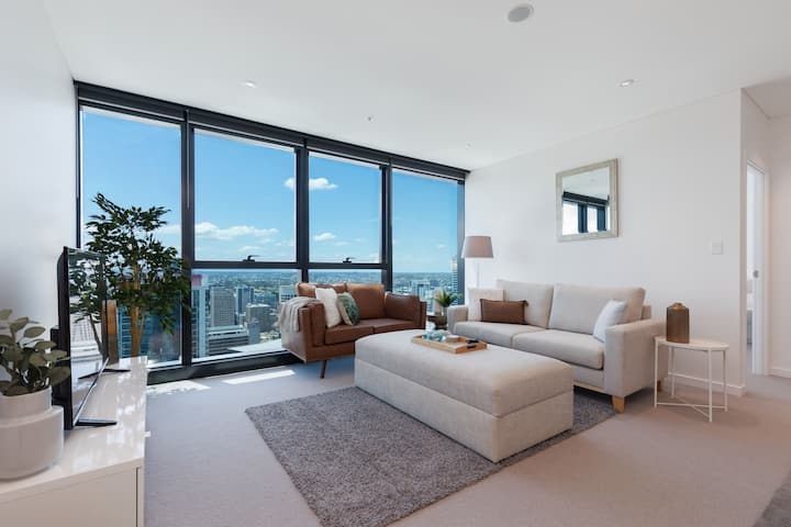 Amazing Views Spacious Living in Skytower, Parking