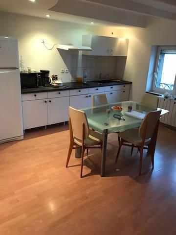 Chambre double privée dans appartement - Yutz - Appartement
