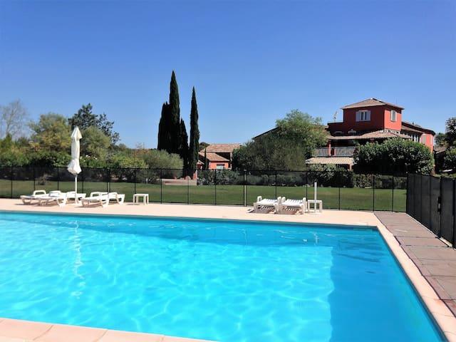 Bel Appartement in der Provence mit großem Pool