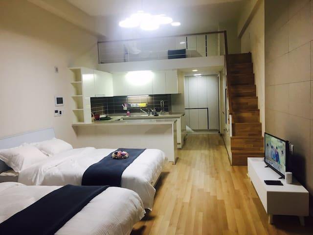 빅사이즈룸.  퀸 bed 3개/대구중심 반월당네거리/현대백화점 - Jung-gu - Apartment