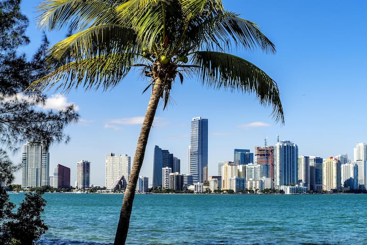 Guidebook for North Miami Beach & Surrounding Areas