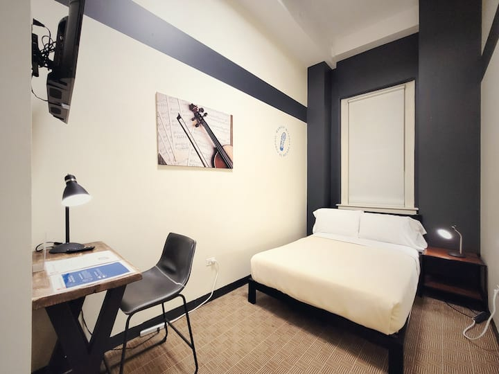 Exclusive 2 bedroom Apartment in the Loop
