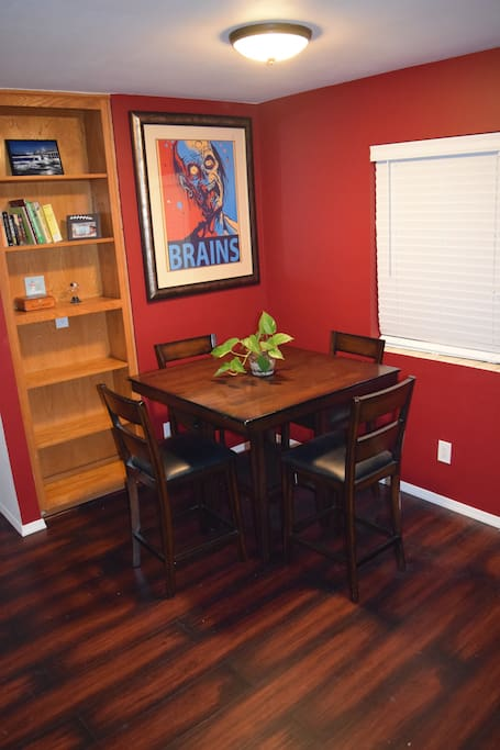 Dining room seating for 4