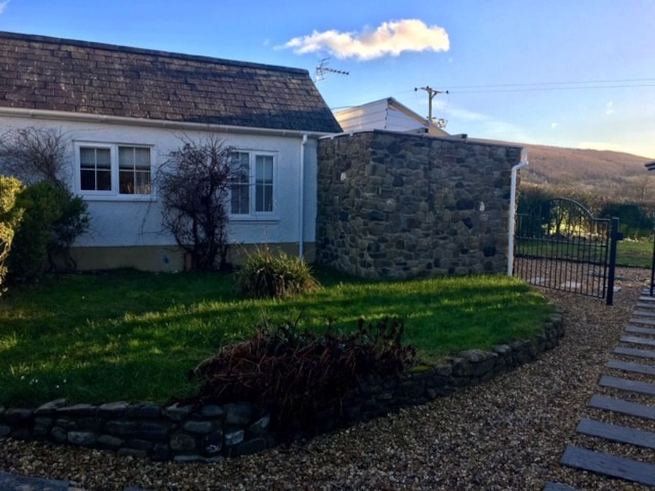 Welcome To Daffodil House, Our detached annex with beautiful views of the welsh hills in the lovely hamlet of Cynghordy, Near Llandovery, Carmarthanshire