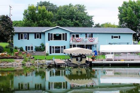 Fox Lake River Retreat