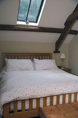 1st Floor bedroom with Kingsize bed