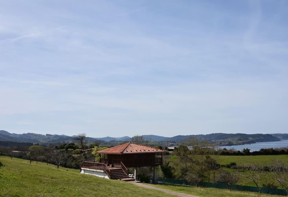 Horreo vivienda con vistas panorámicas a la costa