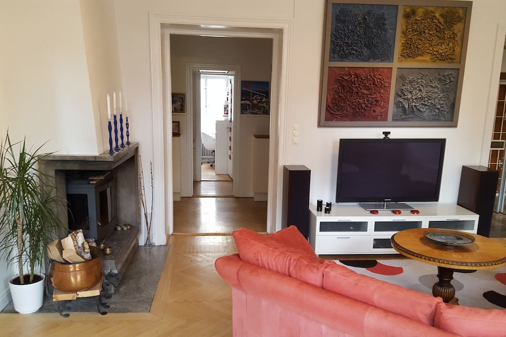 Living room, view towards the corridor and bedroom Nr 2