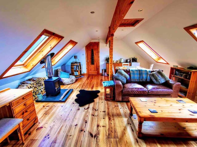 Cosy loft at Assich Lodge with fantastic views
