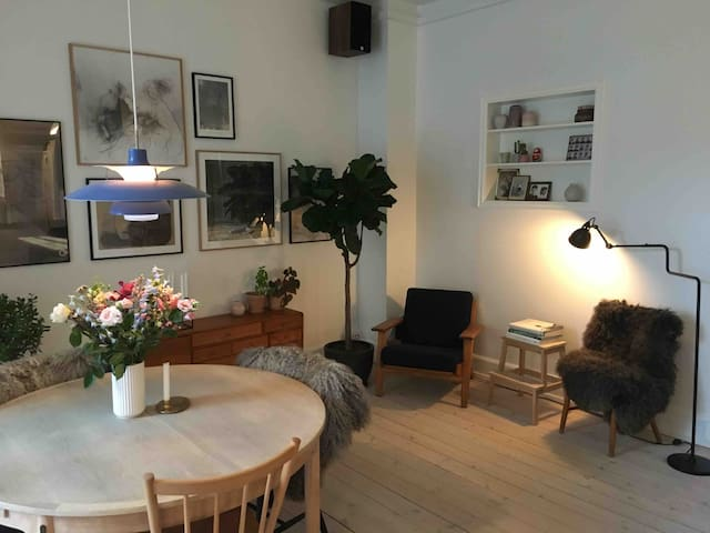 Bright 3-bedroom flat in Østerbro next to park