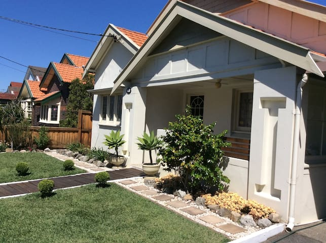 15 minutes to airport, city , beach and more - Kingsford - Casa