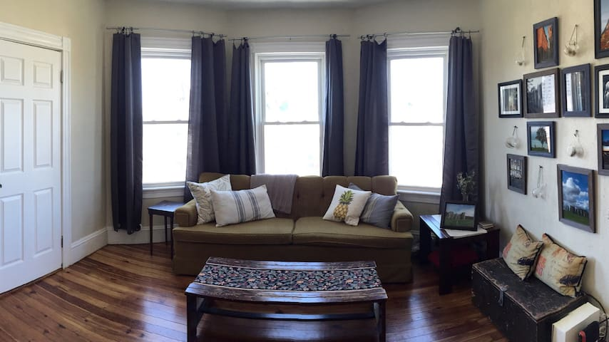 Bright Bedroom- West End - Providence - Wohnung