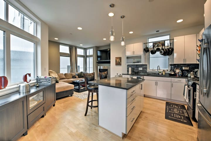NEW! Walk to Downtown Ballard/Locks from Townhome!