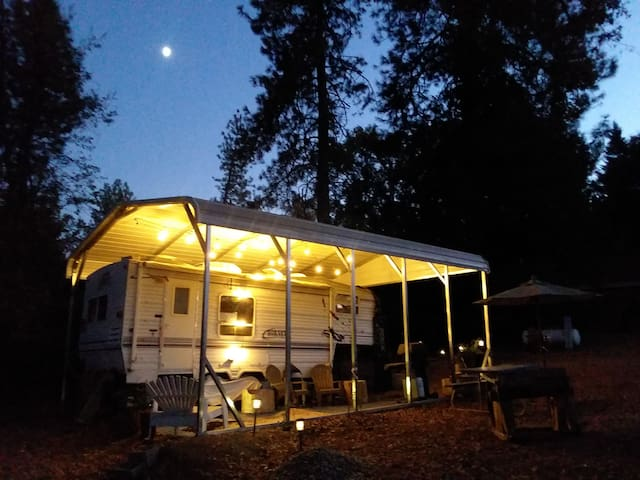 Near Yosemite, in Oakhurst,  COZY & FUN & CLEAN.