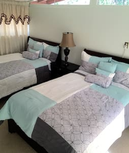 Private Master Suite 5 min. Disney - Garden Grove - House