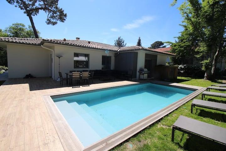 Pereire Belle Villa avec piscine chauffée pour 8