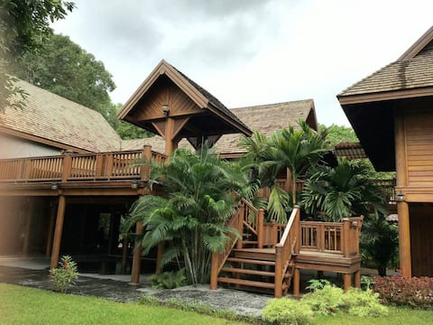 Gorgeous Thai Teak home, 3 bedrooms with garden