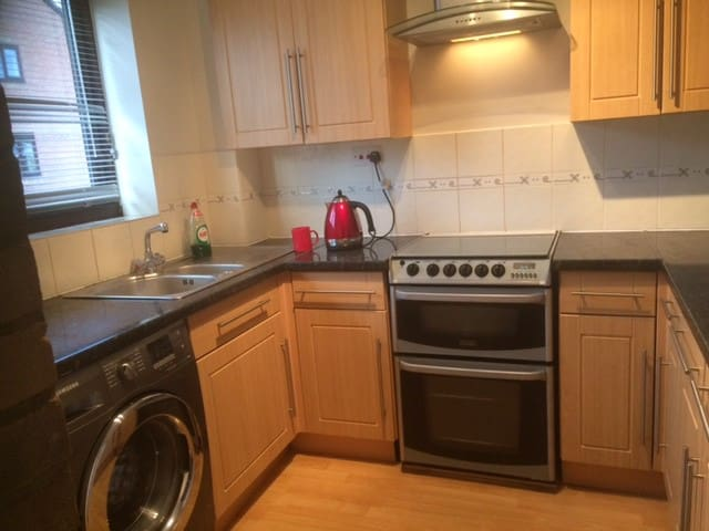 Cosy 2 bed house in Kettering - Burton Latimer - House